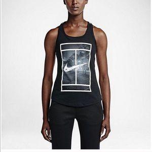 Nike    Nikecourt racerback, fits women's S